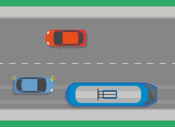 Straßenbahn links überholen