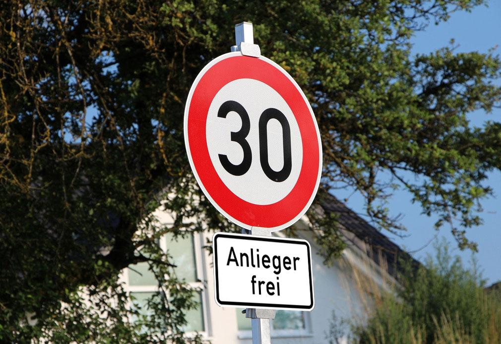 Anlieger-frei-Verkehrszeichen