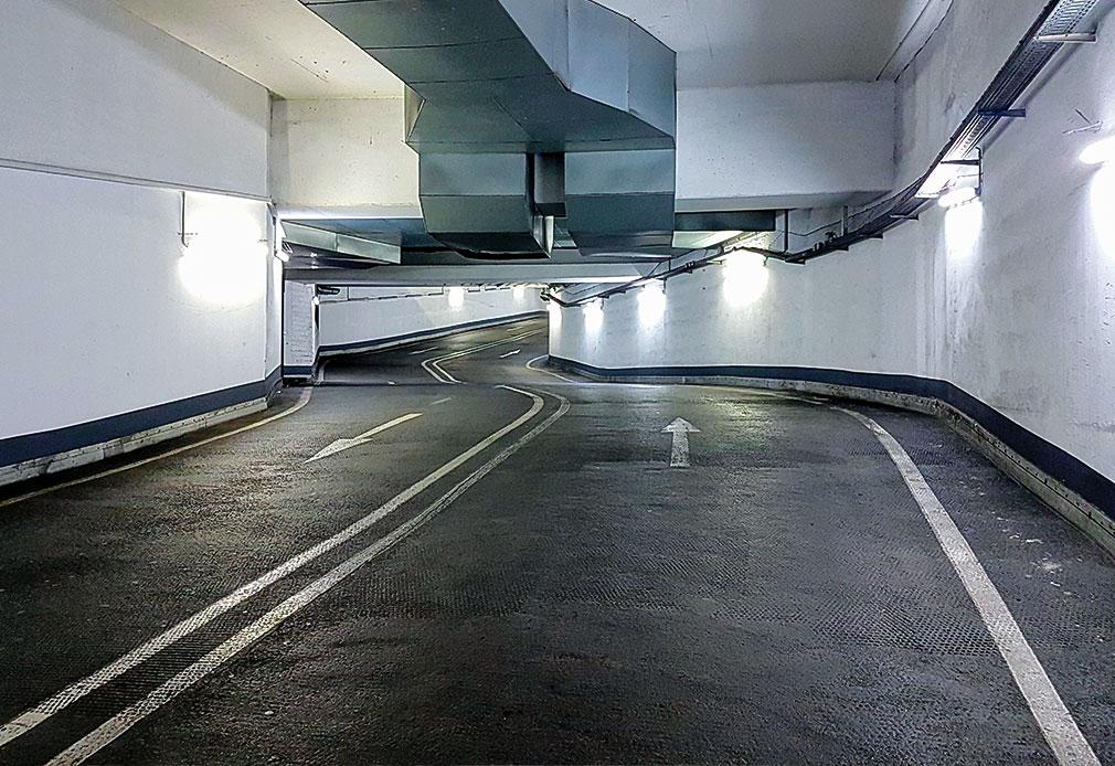 Parken im Parkhaus - Regeln und 6 praktische Tipps