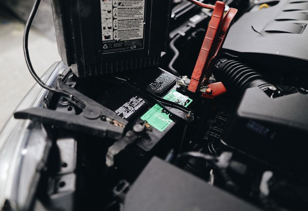 Starthilfe geben - Batterie aufladen