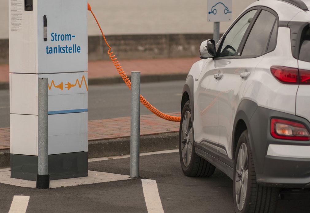 Gefahren bei Elektroautos: Wie sicher sind E-Fahrzeuge?