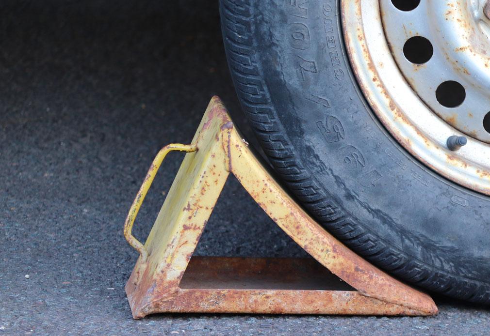 Das Fahrzeug gegen Wegrollen sichern (inkl. 5 Tipps  fürs Fuhrparkmanagement)